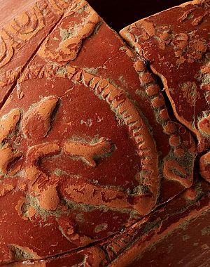 Ostenje reliefno okrašene sklede